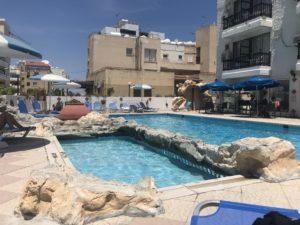 Perhehotelli kyproksella Larnakassa